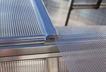 Palram Mythos Gewächshaus mit Twinwall Polycarbonat/Aluminium mit Boden -